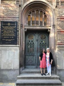 Two women hugging outside Neue Synagogue